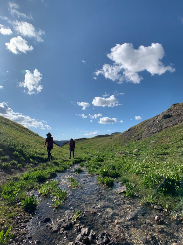 two girls exploring around an alpine lake in colorado