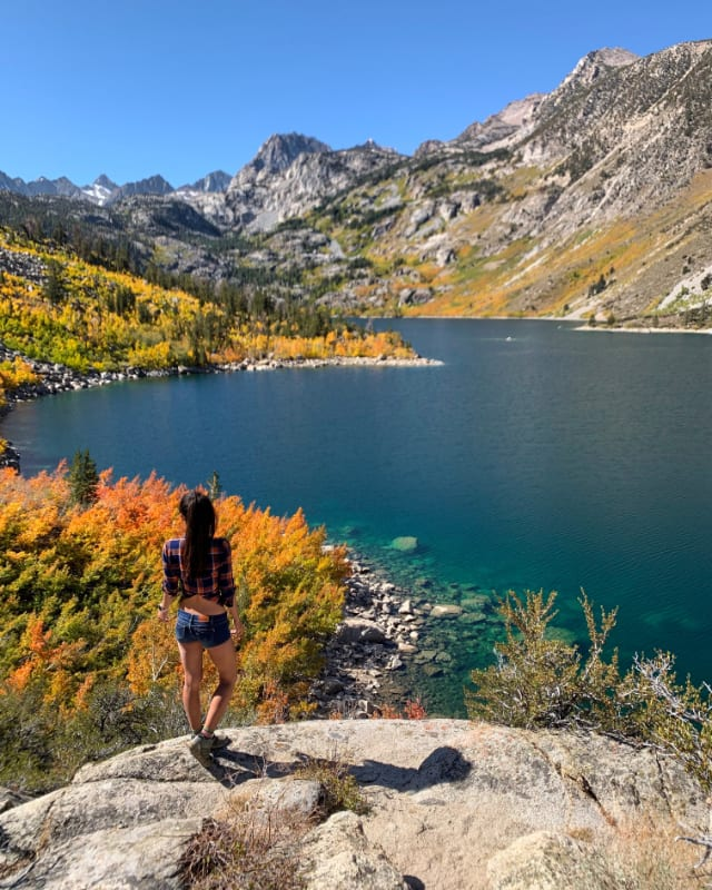 lake sabrina girl fall colors