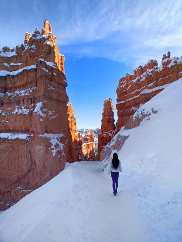 navajo trail bryce canyon girl winter snow